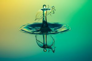 בריחת שתן: כמה מים מומלץ לשתות? 5 טיפים שיעזרו לכם להחליט