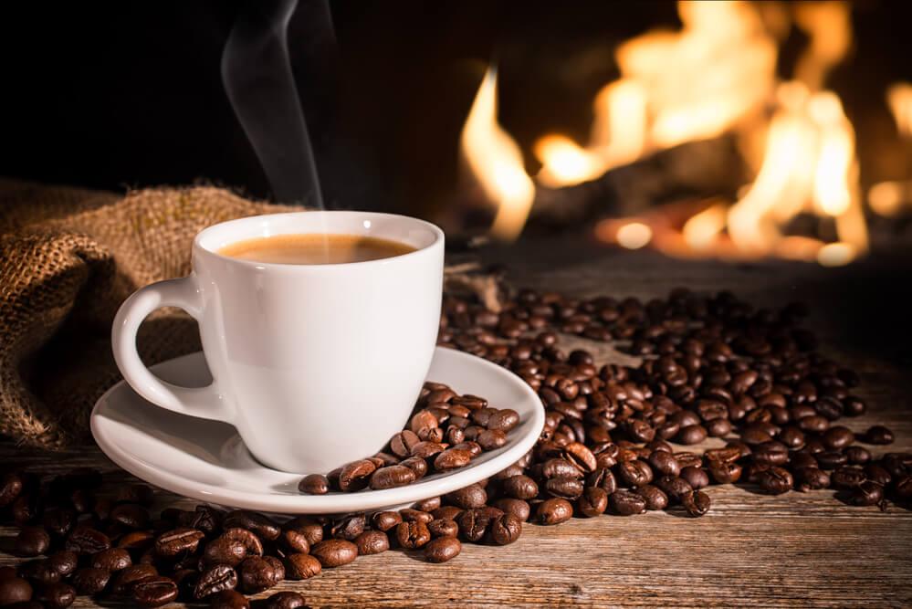 פולי קפה בהשוואה לקפסולות – לא רק עניין של טעם
