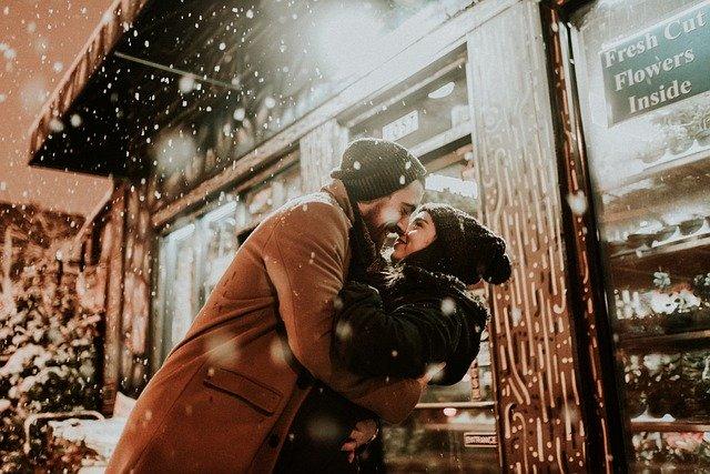 שמירה על ניצוץ במערכת יחסים ארוכת טווח